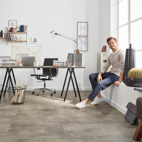 Designboden Rigid #NewtownFactory RLC204W6 Büro Arbeitszimmer Vinylboden Steinoptik