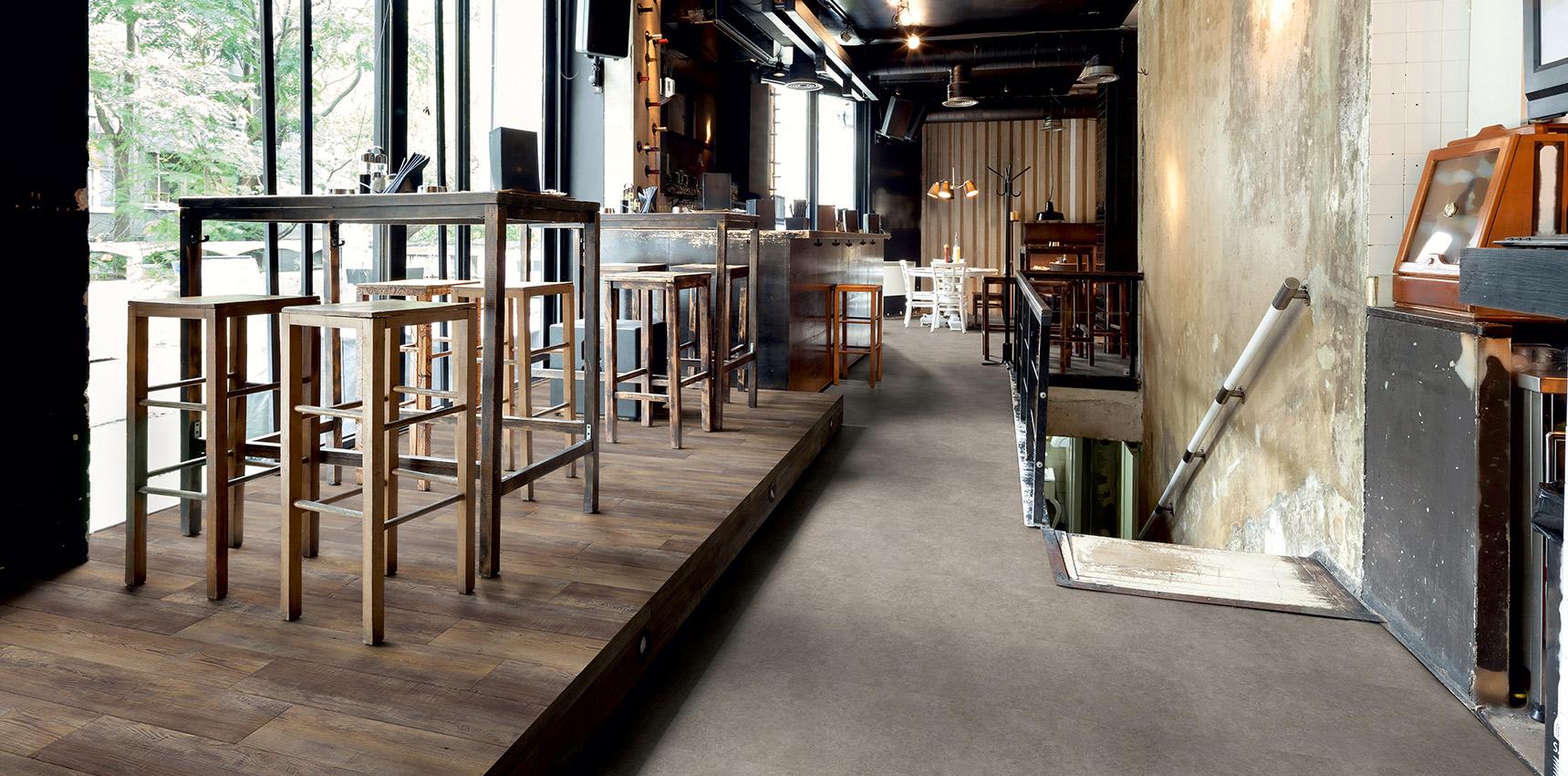 Bodenbelag Cafe Bar Fussboden Betonoptik EIche Rustikal Vinylboden Designboden