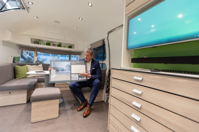wineo Roadshow Airstream-Caravan Beratungsbar Beratungsecke moderne Einrichtung
