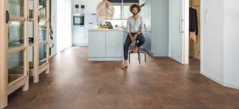 Designboden Vinylboden Mann Küche Bodenbelag Fliesenoptik