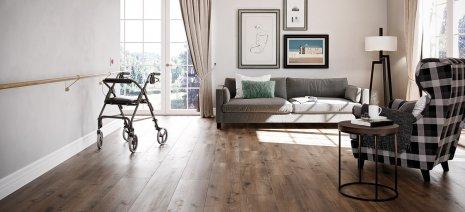 Altenheim Pflegeheim Pflegezimmer Bodenbelag Holzdekor Holzboden Eiche Bodenbelag