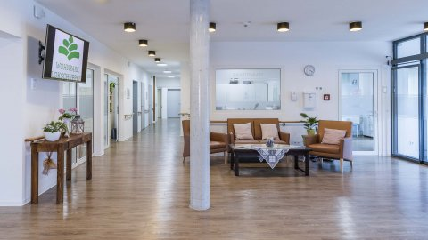 wineo Designboden Holzoptik Empfangsbereich