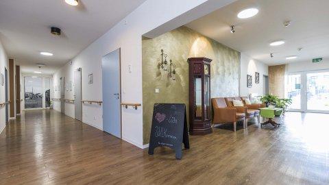 wineo Designboden Empfangsbereich Holzoptik