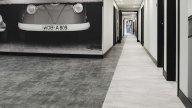 wineo Purline Bioboden schwarz weiß modern Flur Hotel Wandgstaltung Auto