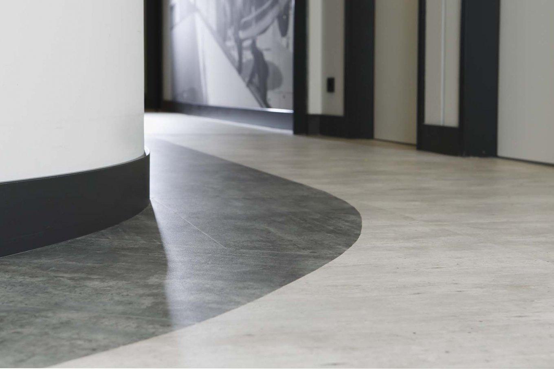 wineo Purline Bioboden schwarz weiß modern sauber Flur Hotel