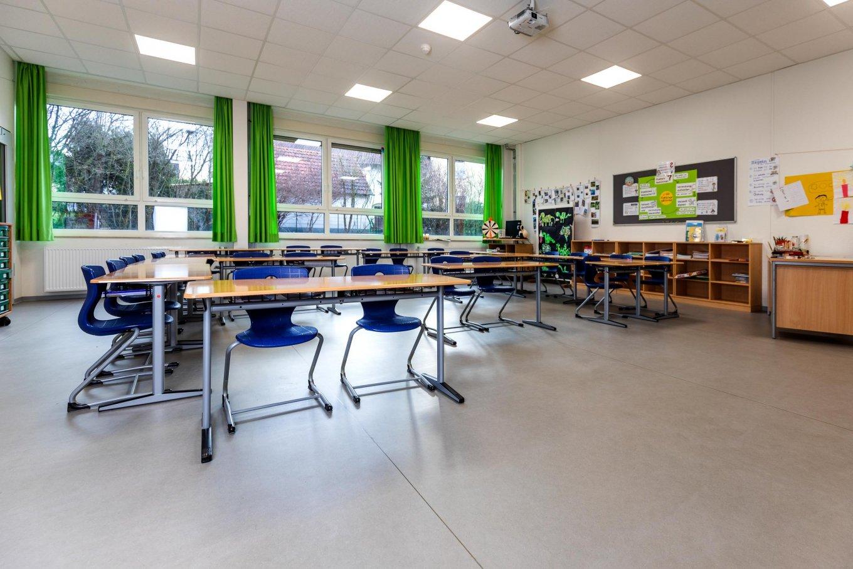 wineo PURLINE Bioboden Schule Klassenzimmer moderne Einrichtung