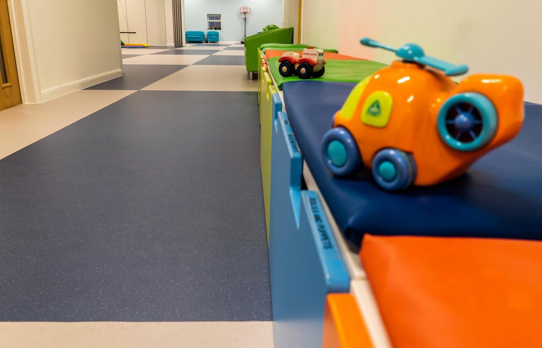 wineo PURLINE Bioboden Kindergarten Kita Spielzeug Spielecke Auto