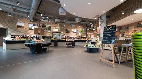 wineo Purline Bioboden dunkel warm Holz Lebensmittel Biomarkt
