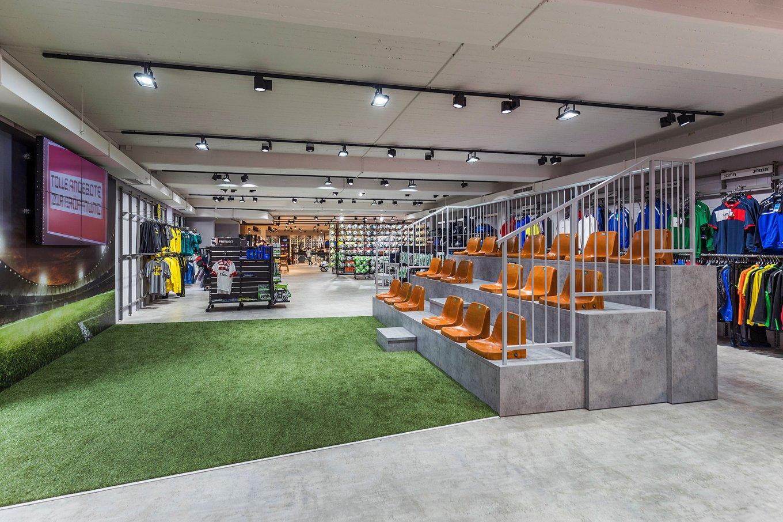 wineo Purline Bioboden grün Tribüne Fußballfeld