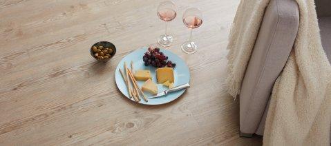 wineo PURLINE Bioboden Wohnbereich Candle Light Dinner