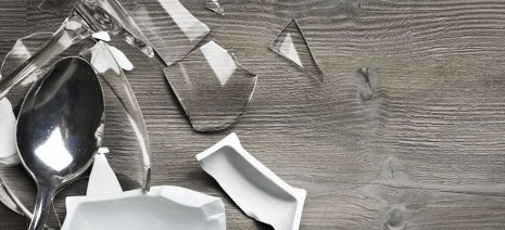 Designboden dunkel Glas Scherben